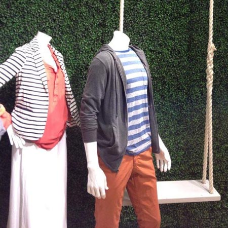 visual merchandising accent faux boxwood wall